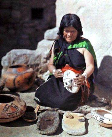 Nampeyo: The Hopi Potter